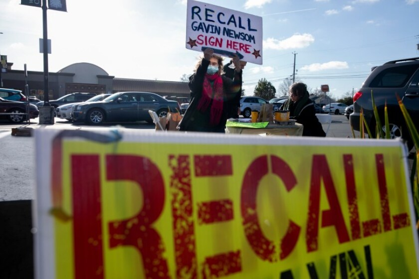 Volunteers with Recall Newsom 2020 gather signatures at a SaveMart in Sacramento on Jan. 5, 2020. Photo by Anne Wernikoff, CalMatters