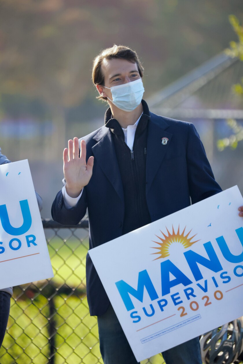 Manu Koenig in mask, waves.