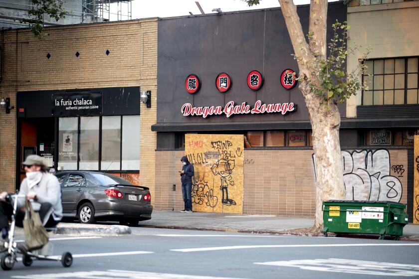 Oakland restaurant Dragon Gate Lounge