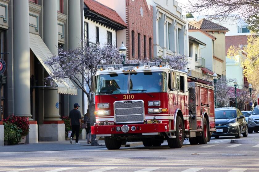 A city of Santa Cruz fire engine.