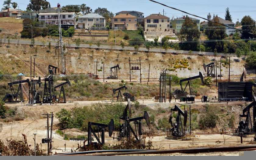 Homes overlook the Inglewood Oil Field in the Los Angeles area. (Al Seib / Los Angeles Times)