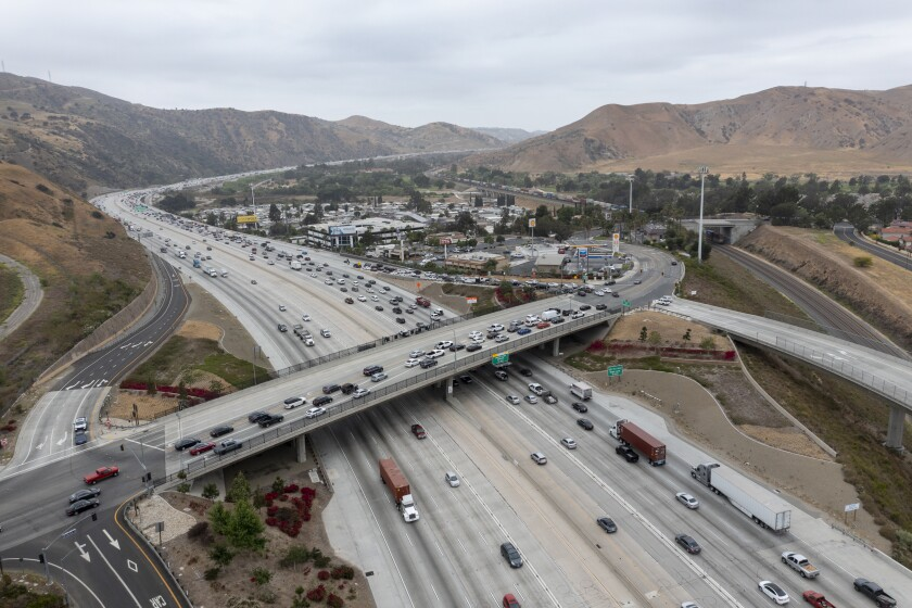 An aerial view of traffic on the 91 Freeway. (Allen J. Schaben / Los Angeles Times)