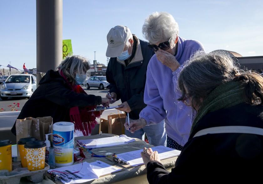 Recall Newsom volunteers