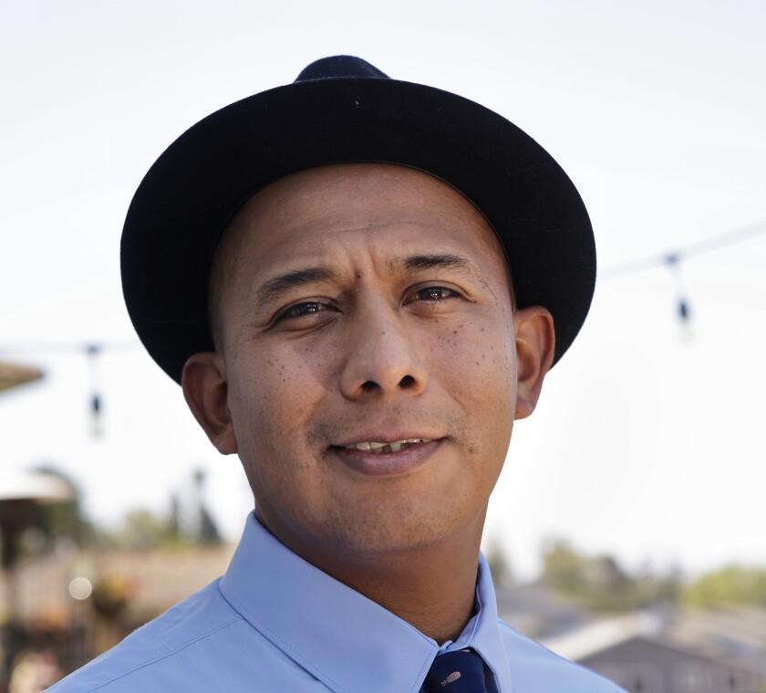 Bartender Manny Hernandez