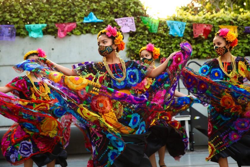 Dancers from Estrellas de Esperanza.